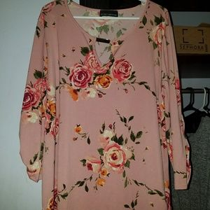 Tops - Floral stretchy blouse